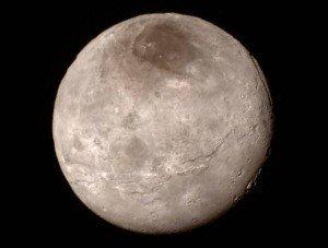 son satelite Charon - © www.nasa.gov